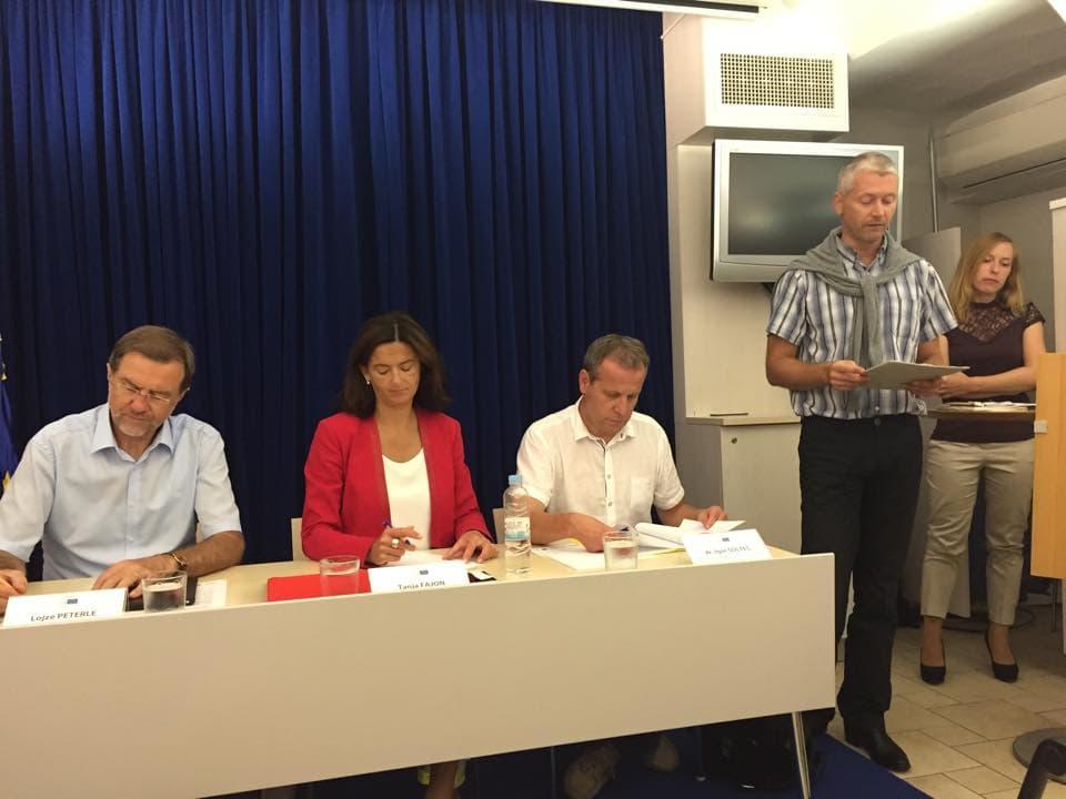 Evropski poslanci Peterle, Fajon in Šoltes za enoten odziv na migracijsko vprašanje