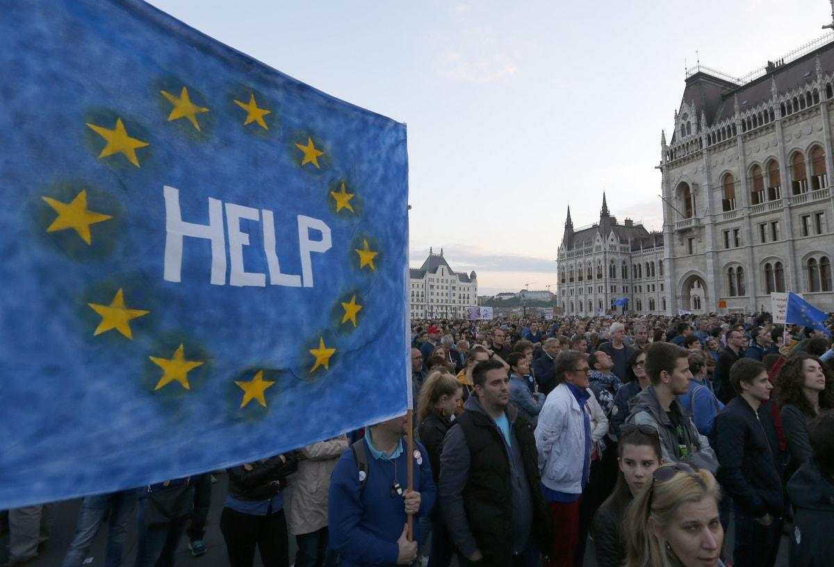 Evropska komisija in nevladniki zaskrbljeni nad splošnim stanjem na Madžarskem