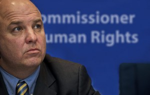 Komisar Sveta Evrope za človekove pravice Slovenijo poziva k odpravi azilnih zaostankov in krepitvi zaščite migrantskih otrok