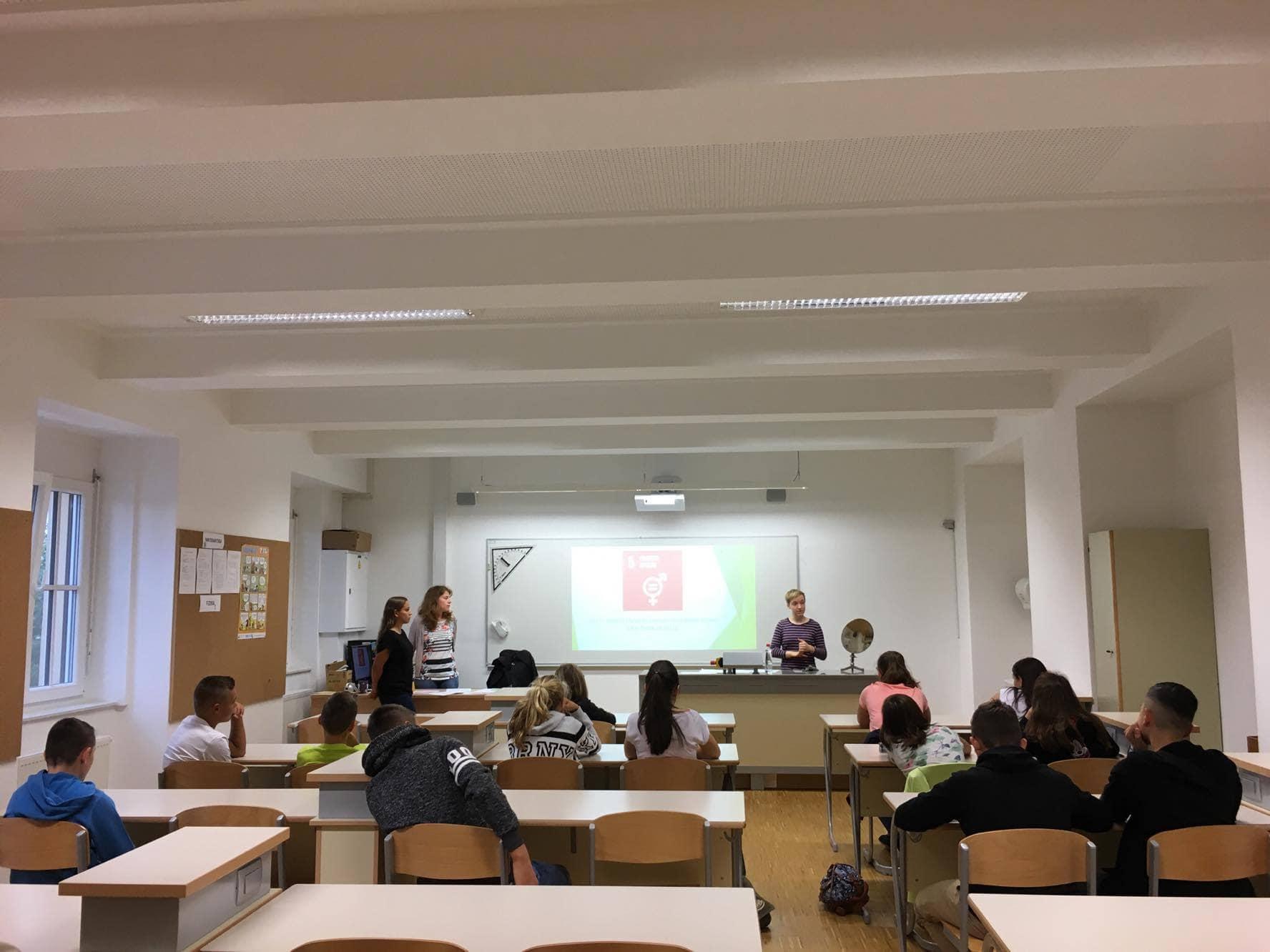 Interdisciplinarna skupina študentov pripravila učne vsebine o ciljih trajnostnega razvoja in migracijah