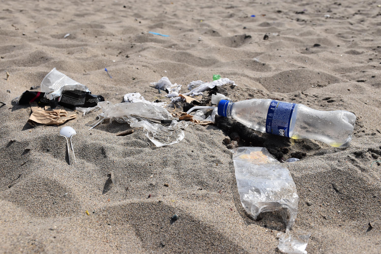 Izhod iz plastične pasti: reševanje Sredozemlja pred plastičnim onesnaženjem