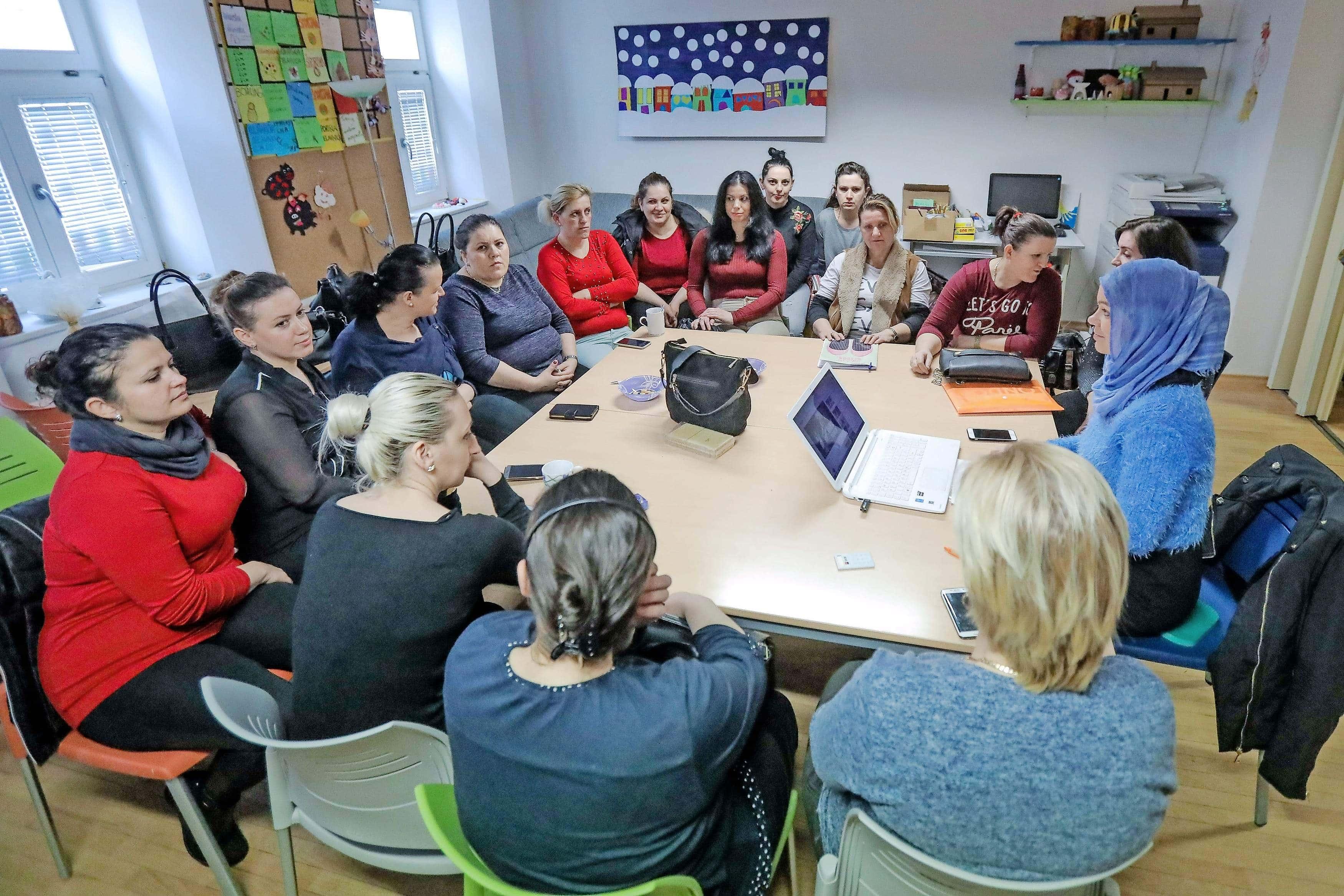Poziv MDDSZ za nadaljevanje programov socialne aktivacije za ženske iz drugih kulturnih okolij