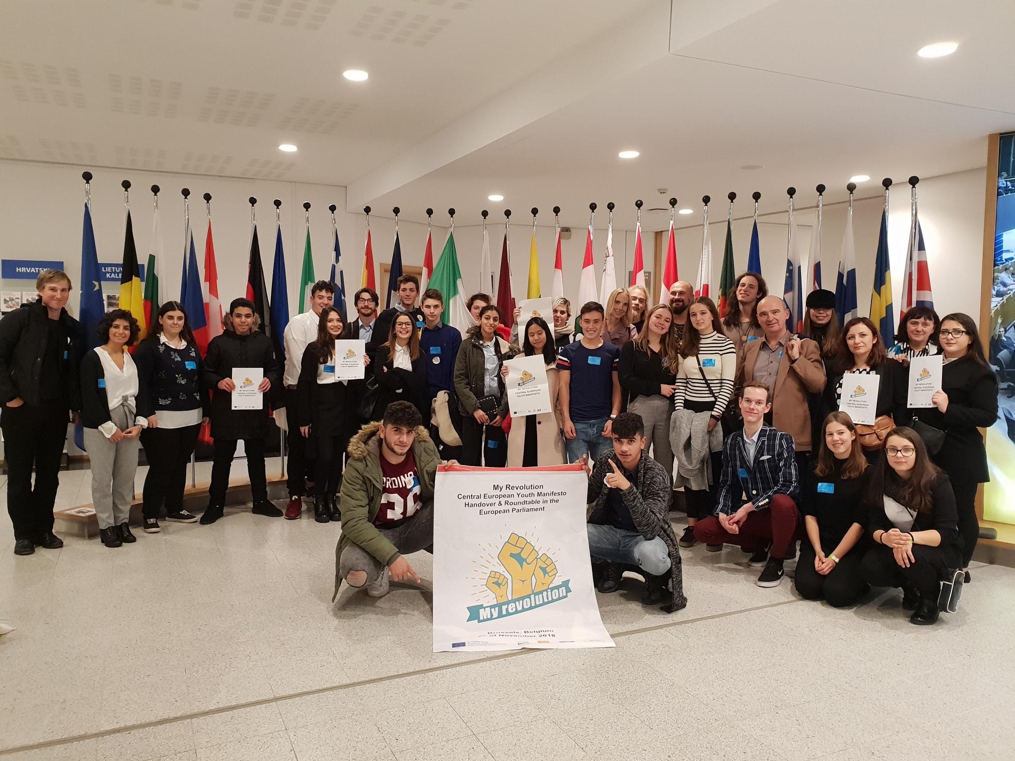 Mladi v Evropskem parlamentu predali manifest #MyRevolution