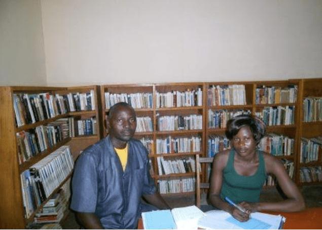 Humanitas podpira knjižnice v Burkini Faso