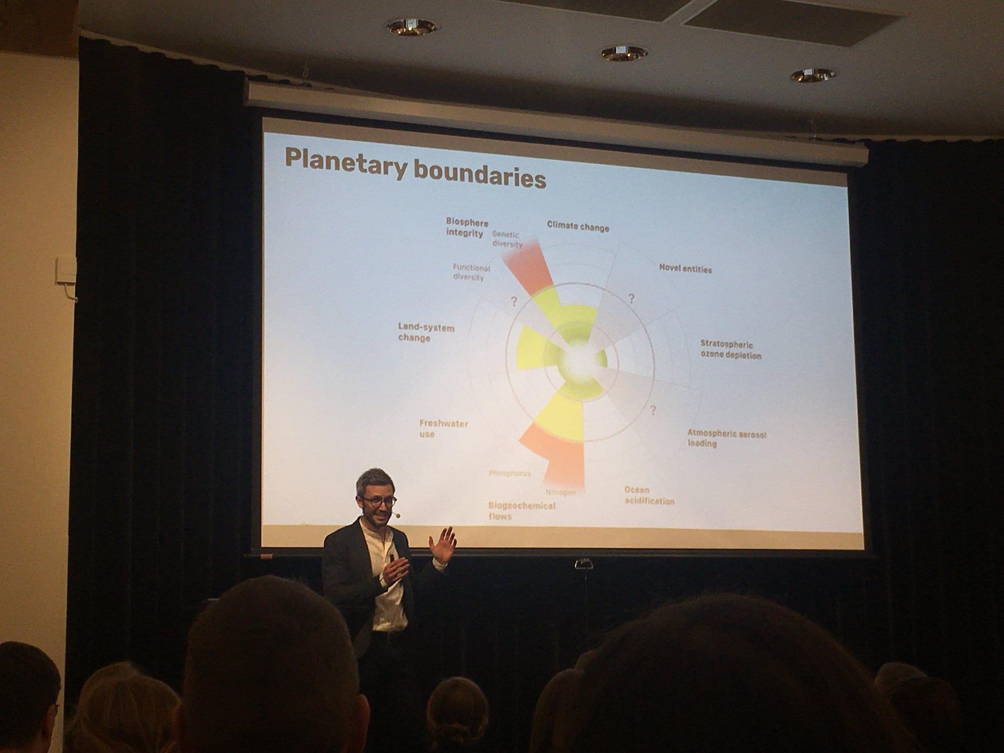 V Helsinkih na konferenci o premiku onkraj BDP kot ključnega kazalnika razvoja