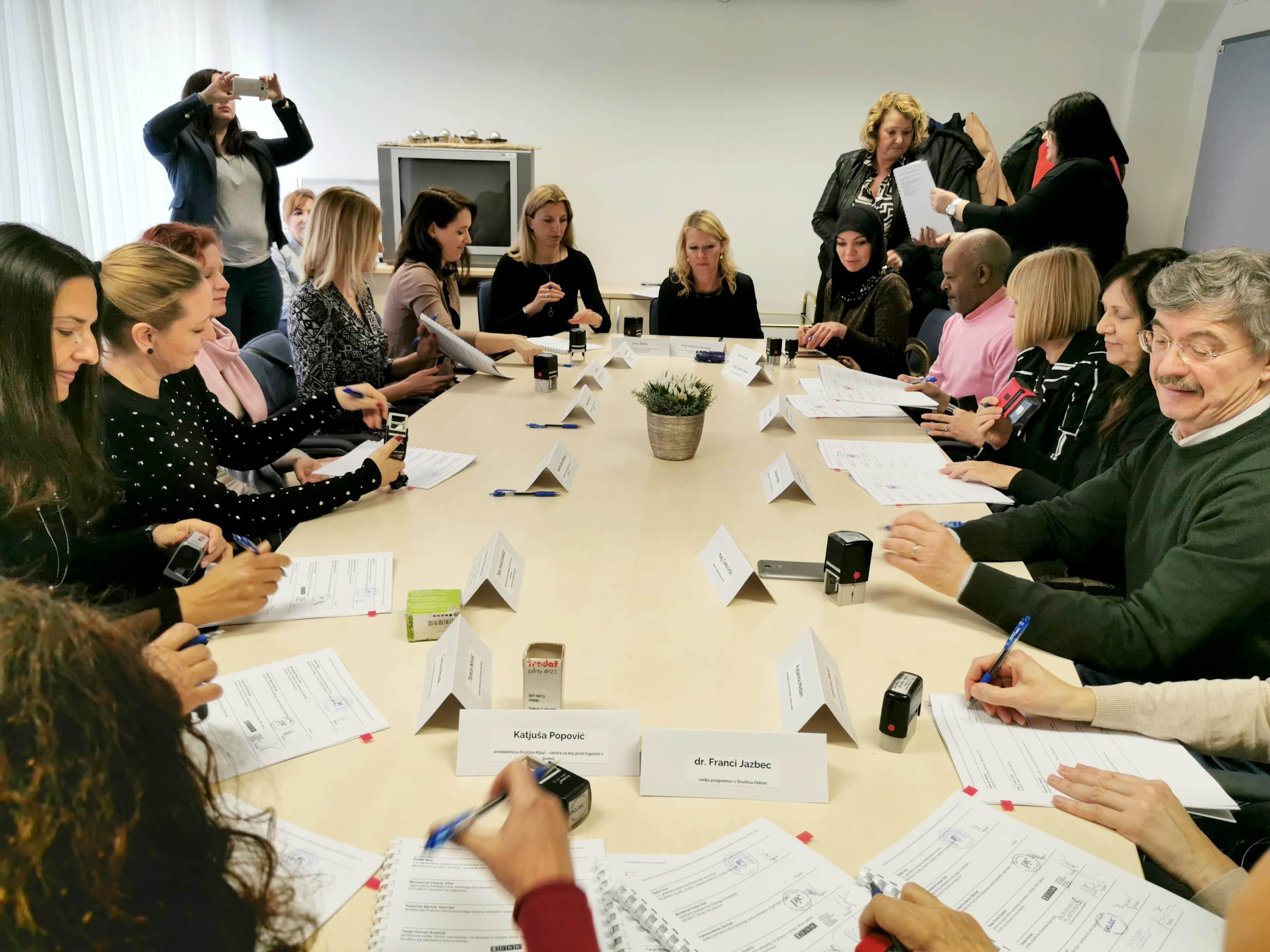Podpisali nov protokol o preprečevanju in ukrepanju v primerih spolnega nasilja ter nasilja na podlagi spola