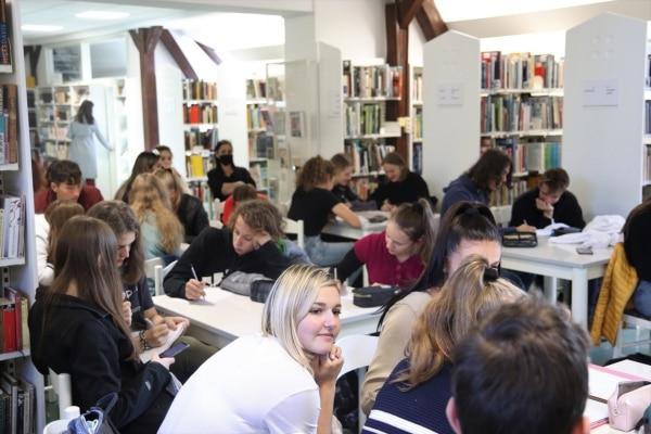 Z dijaki in dijakinjami Gimnazije Celje – Center o medijski pismenosti in  migracijah