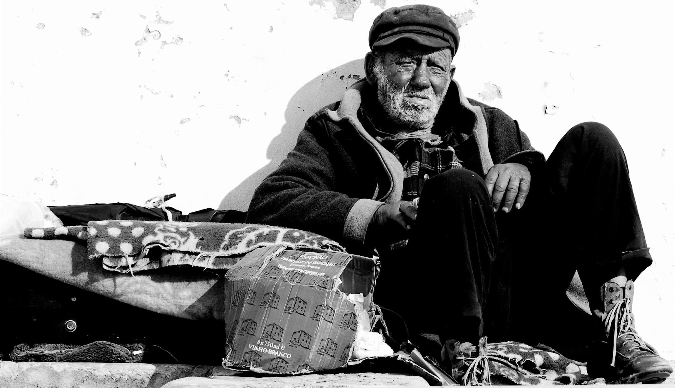 Upokojeni brezdomni ribič, Portugalska. Vir: Wikimedia Commons