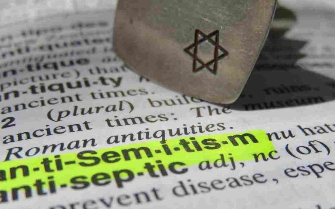 Zaskrbljujoči rezultati študije o vzponu antisemitizma na spletu v času pandemije