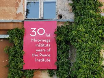 Mirovni inštitut na Metelkovi 6 proslavlja. Foto: MI