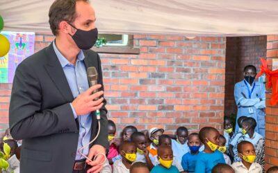 Minister Logar obiskal v Ruandi šolo, ki jo je zgradila Slovenija
